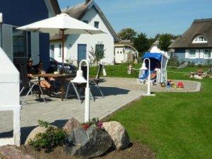 Ferienhaus Rügen mit Meerblick in Ummanz für 8 Personen - Garten