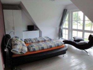 Luxus Ferienhaus Rügen für 6 Personen in Lobbe - Schlafzimmer mit Meerblick